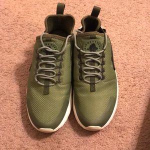 Women's Nike Green Huaraches